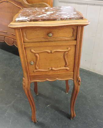 Nos meubles antiquit s brocante vendus - Table de chevet louis xv ...
